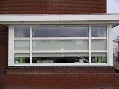 Verschillende singelwoningen in Beuningen voorzien van duettegordijnen en rolgordijnen.