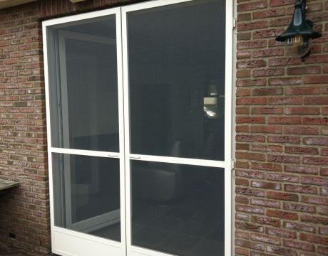 Hordeuren met schopplaat geplaatst in Ewijk.